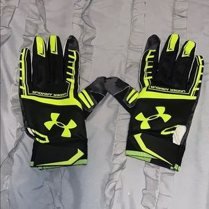 Under Amour Black and Yellow Footballs Gloves XL